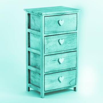 Cassettiera in legno con 4 cassetti e maniglia a forma di cuore.