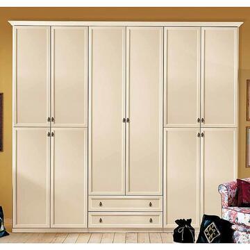 Capienza senza compromessi! L'armadio in legno per tutta la famiglia,disponibile da 4 o 6 ante.