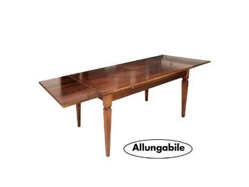 Elegante tavolo allungabile in legno con finitura lucida e piano tavolo intarsiato. Grazie alle comode prolunghe scorrevoli laterali potrai avere tutto lo spazio di cui ha bisogno in maniera semplice e veloce.