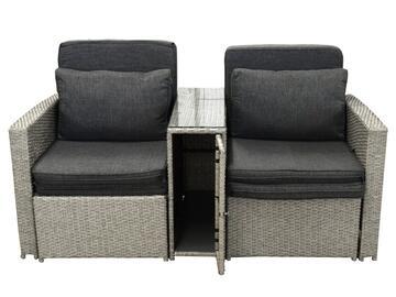 Elegante coppia di poltrone con tavolino, blocco unito. Struttura in rattan, massima comodità