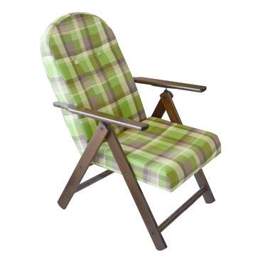 Comoda poltrona Campania, con struttura in legno, schienale e seduta imbottiti. Disponibile in colori assortiti.