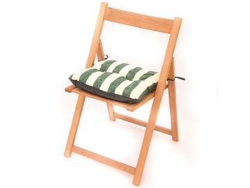 Cuscino imbottito per sedia, morbido e comodo, a righe bianche e verdi.