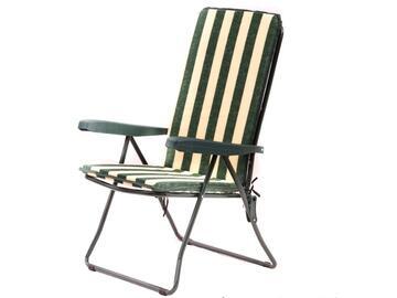 Cuscino per sedia a sdraio, comodo e morbido, a righe bianche e verdi.